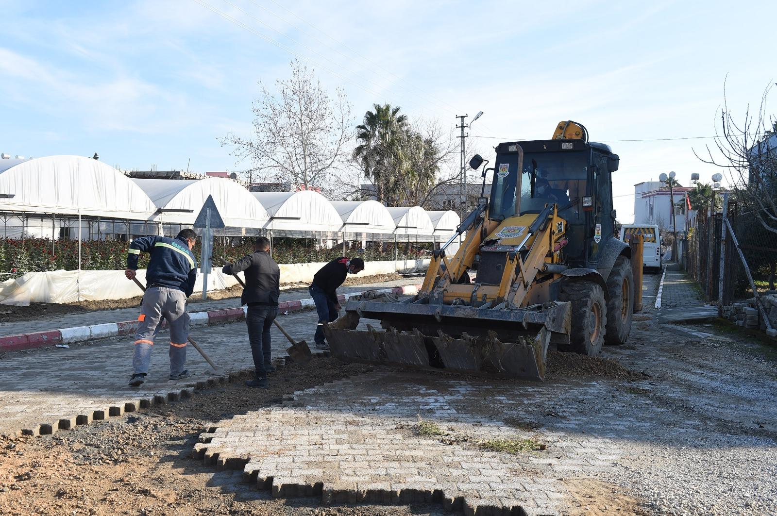 Tarsus Belediyesi Yenice mahallesine çıkartma yaptı